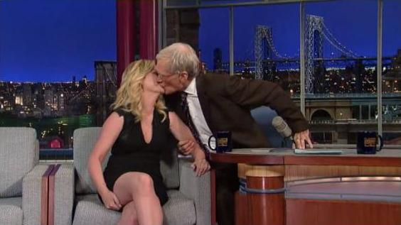 Amy Poehler and David Letterman Kiss: Late Night Host Steals Kiss From Amy Poehler (VIDEO)