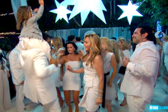 Real Housewives of Beverly Hills Season 3 Episode 15: The Real Housewives of Paris, Part Un (VIDEO)