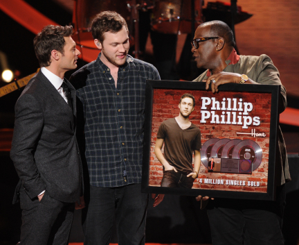 American Idol 2013 Results: Phillip Phillips Performance (VIDEO)
