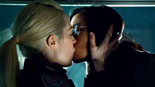 Rookie blue 4 215 12 gail and holly kiss
