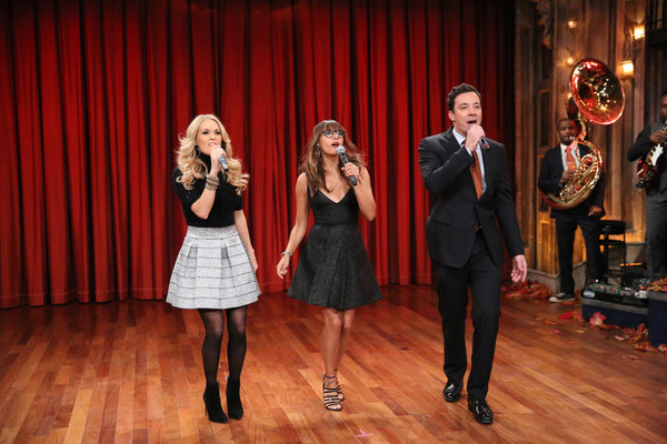 Jimmy Fallon, Rashida Jones & Carrie Underwood Sing Holiday Parody