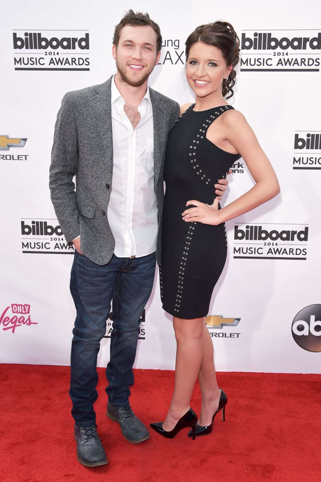 American Idol's Phillip Phillips Engaged To Long Term Girlfriend
