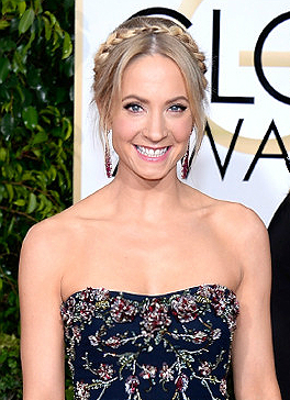 Downton Abbey's Joanne Froggatt is Adorable at Golden Globes