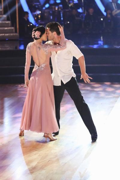 val from dancing with the stars dating Dancing with the stars' rumer willis and val chmerkovskiy may feel like they're floating after being crowned the season 20 champions on tuesday night, but it.