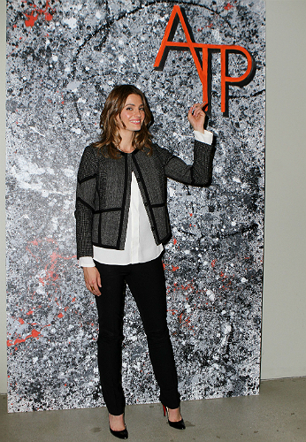 Stana Katic ATP pointing at the sign -500