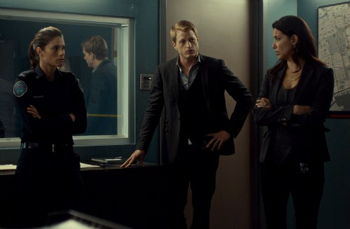 The team is perplexed.  What are they missing....(Rookie Blue 6x5 screencap)