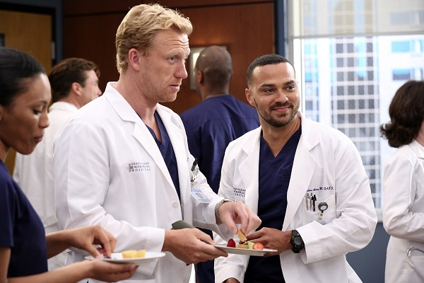 12x02: Walking Tall Greys-Anatomy-2015-Recap-Episode-2-Walking-Tall