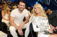 2016 Grammy Award Performers: Carrie Underwood and Sam Hunt Duet!