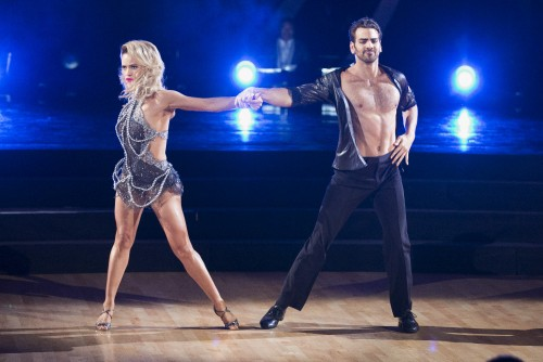 dating on dancing with the stars 2016 Dancing with the stars is a unique series that pairs up celebrities with professional ballroom dance partners in an intense competition -- live -.