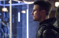 "Stephen Amell Wants Arrow to Go ""Back to Basics"""