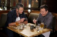 Blake Shelton Eats Sushi For First Time with Jimmy Fallon (VIDEO)
