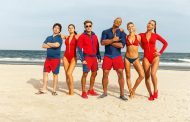 First Baywatch Trailer Gives Us Dwayne Johnson and Zac Efron Shirtless (VIDEO)