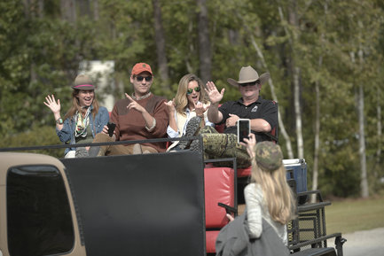 On Southern Charm 2017, Shep organized a quail hunting trip for the group.
