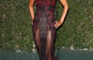 [PHOTO] NO ONE CAN LOOK AWAY: Halle Berry Wears the Most Revealing Dress Ever to the NAACP Show