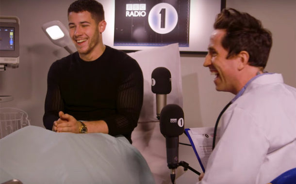 [VIDEO] UNCOMFORTABLE SITUATION: Nick Jonas Recalls Dating Miley Cyrus & Selena Gomez in a Game of Heart Rate Monitor: Watch